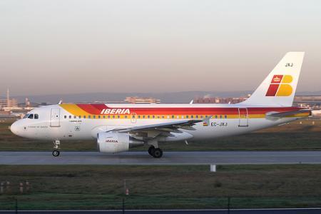 Iberia quiere cobrar por llevar el equipaje