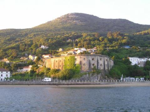 Santoña (en el norte español), encantada de la vida