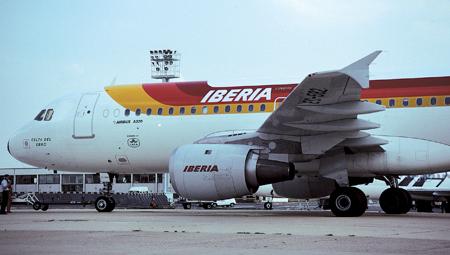 Iberia cancelará casi 400 vuelos la próxima semana