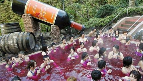 Baños termales de vino en Hanoke, Japón
