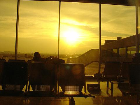 La nube volcánica llega a España y mantiene varios aeropuertos cerrados