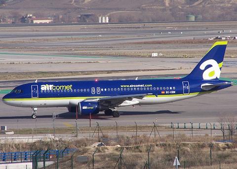 Iberia, Air Europa e Iberworld se quedan con las rutas de Air Comet