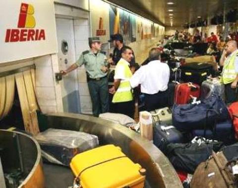 Confirmadas tres multas por más de 360.000 euros a Iberia por no proteger los datos de pasajeros