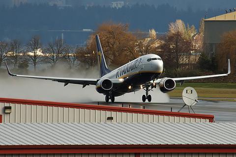 Ya no se puede hablar por el móvil en los vuelos de Ryanair