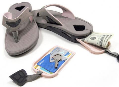 Chanclas para camuflar el dinero cuando viajas