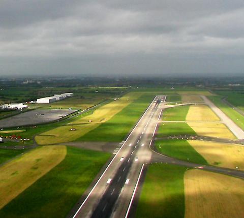 Los aeropuertos irlandeses abiertos de nuevo, de momento