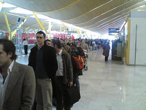 Controles de seguridad sin esperas en los aeropuertos, para los que paguen un extra