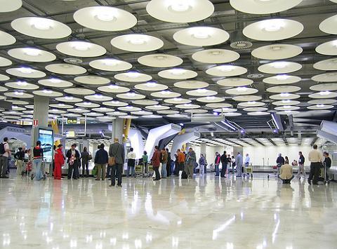 Ya se puede contratar el seguro de viaje en el aeropuerto antes del vuelo