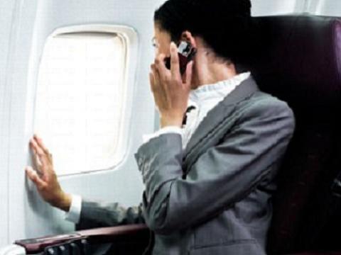 Las aerolíneas españolas no permitirán usar el móvil en vuelo