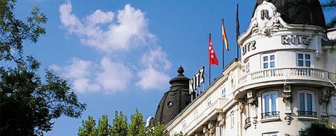 Un incendio en el Hotel Ritz de Madrid obliga a realojar a 150 huéspedes