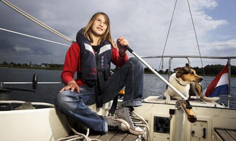Dekker emprende su vuelta al mundo, sola y con 14 años