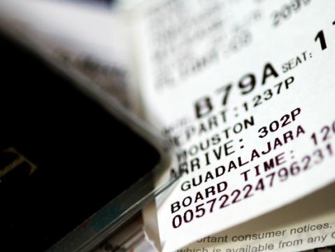 Suben los precios de los billetes aéreos y no bajan las tasas