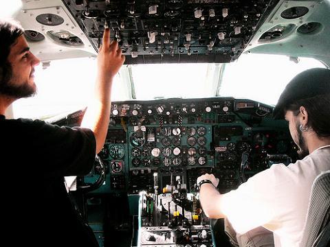 Los pilotos tachan de insensata la propuesta de Ryanair