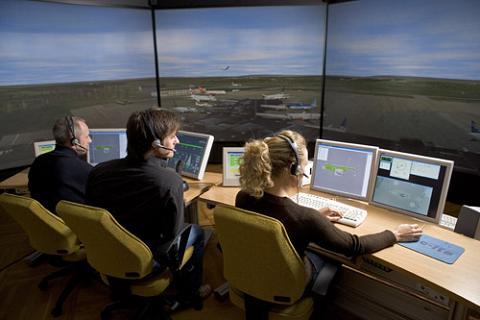 Los controladores aéreos rompen las negociaciones con AENA y vuelven los retrasos
