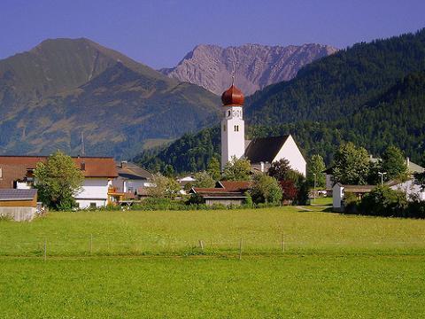 Austria también crea un impuesto turístico y Reino Unido lo aumenta