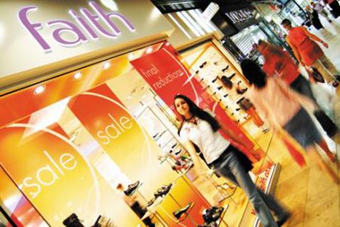 Uno de cada tres españoles viaja para ir de compras