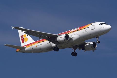 Un avión de Iberia pudo chocar con un helicóptero