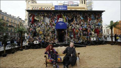 Un hotel basura en Madrid para mover conciencias