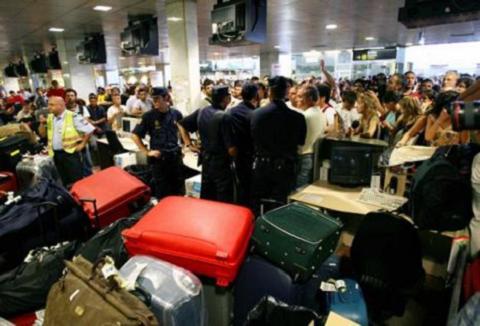 Aerolíneas, agencias, hosteleros y organizaciones de usuarios claman contra la huelga en Aena
