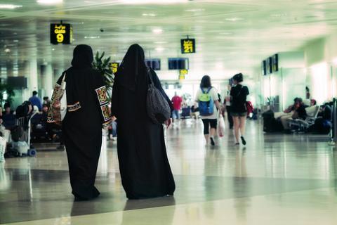 Cada vez viajan más mujeres