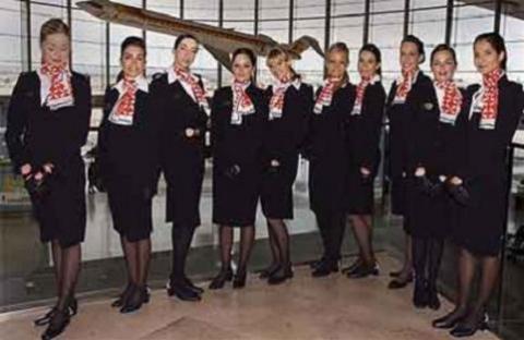 En Air Nostrum las azafatas tienen que enseñar las piernas