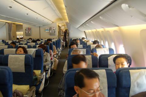 Los primeros vuelos sin niños de Ryanair, una broma