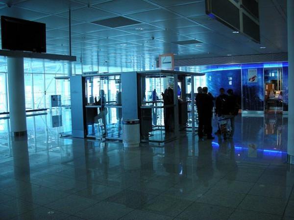 Los pasajeros de AENA piden internet gratis y poder fumar