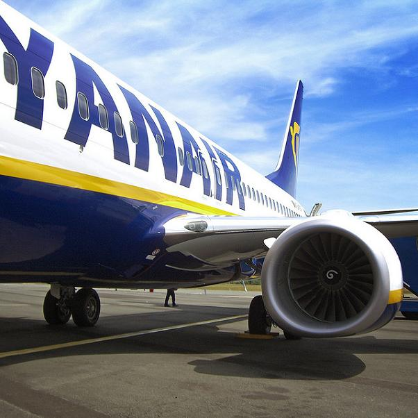 Nuevo cobro de Ryanair a pasajeros sin tarjeta