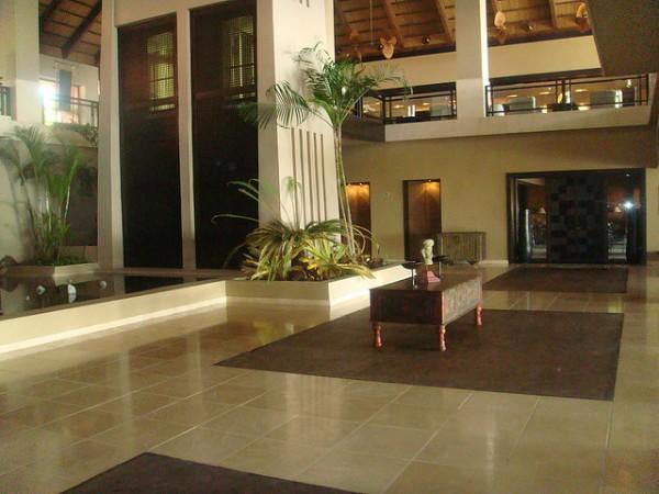 lobby de un hotel asiatico