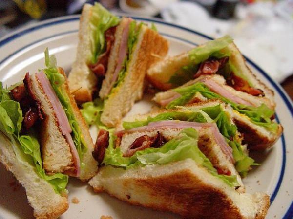 El sandwich club sirve como comparador internacional