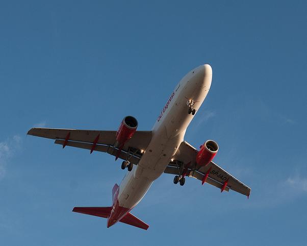OLT Express deja sus vuelos regulares en tierra
