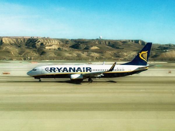 Ryanair suspende rutas por la subida de tasas de AENA