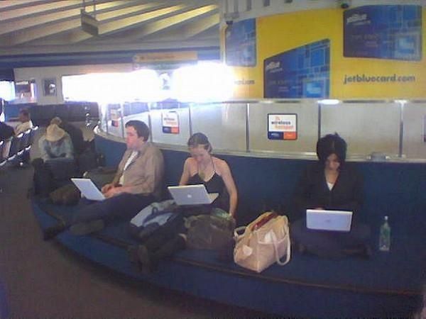 Aena podría poner WiFi en sus aeropuertos