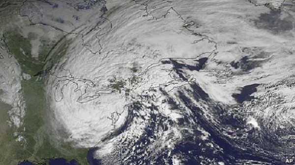 Sandy cierra el este de Estados Unidos