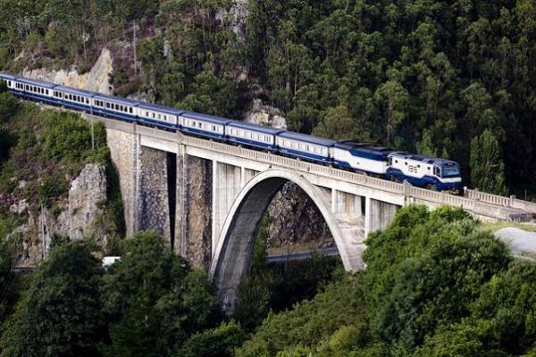 Feve transferirá la gestión de los trenes turísticos
