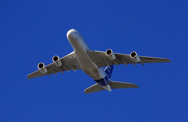 Avion en el cielo