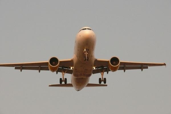 Imagen de avion en el cielo